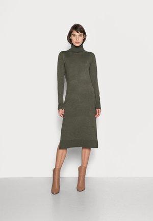 MILA ROLL NECK LONG DRESS - Strikket kjole - army green melange