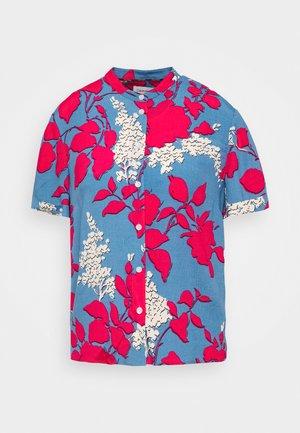 BUTTON UP - Button-down blouse - light blue/pink