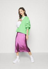 Nike Sportswear - CREW TREND - Sweatshirt - cucumber calm/white - 1