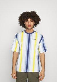 Champion - T-shirts print - blue/yellow - 0