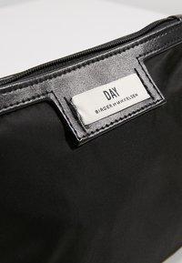 DAY Birger et Mikkelsen - GWENETH MINI - Kosmetická taška - black - 5