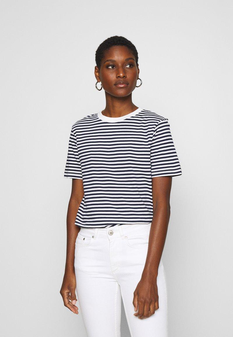 Selected Femme - SLFMY PERFECT TEE BOX CUT - Print T-shirt - maritime blue/snow white