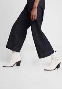 NORR - LUCAS WIDE LEG - Flared jeans - dark blue - 3