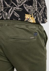 Blend - Trousers - olive night green - 3