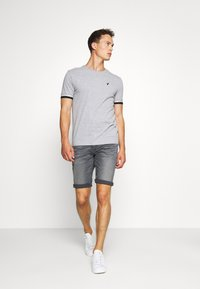 TOM TAILOR - JOSH SUPERSTRETCH - Denim shorts - grey denim