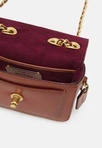 Coach - SIGNATURE MADISON SHOULDER BAG - Handbag - tan rust - 3