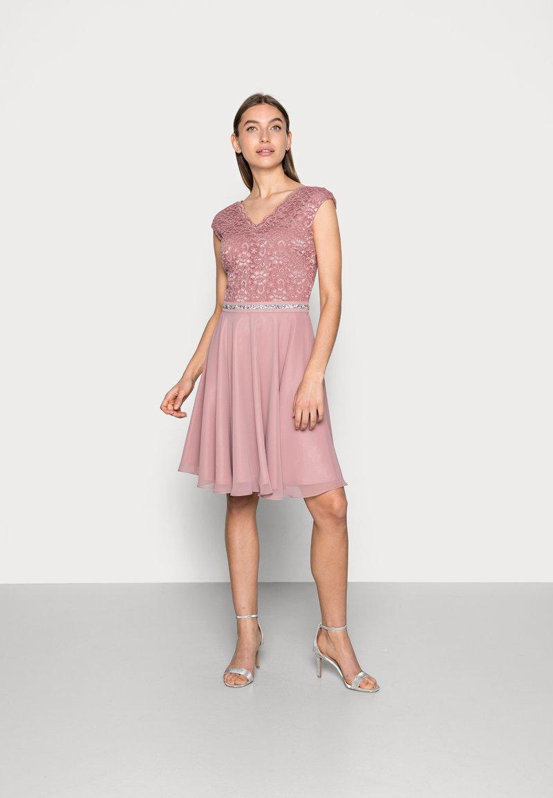 Swing - Koktejlové šaty/ šaty na párty - pale lipstick