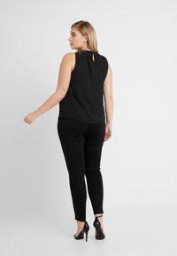 Vero Moda Curve - VMAVAGLITTER ZIP - Legging - black - 2