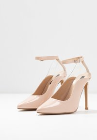 Lost Ink - POINTED HIGH COURT WITH ANKLE STRAP - Escarpins à talons hauts - nude - 4