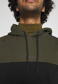 Calvin Klein - COLOR BLOCK HOODIE - Sweat à capuche - green - 5