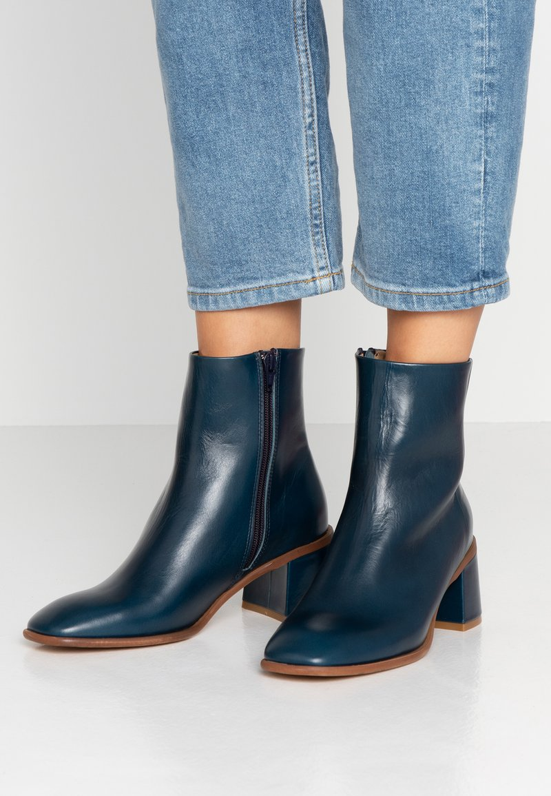 E8 BY MIISTA - STINA - Classic ankle boots - blue