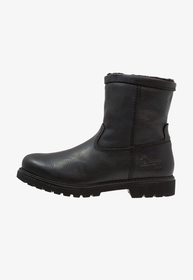 FEDRO - Korte laarzen - grass black