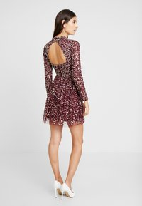 Maya Deluxe - ALL OVER EMBELLISHED MINI DRESS WITH OPEN BACK - Cocktailkjole - berry multi - 3