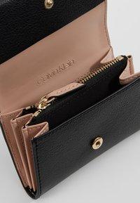 Calvin Klein - ENFOLD CARD HOLDER WALLET - Wallet - black - 5