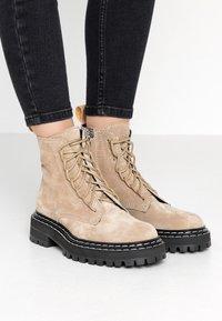 Proenza Schouler - Platform ankle boots - deserto - 0