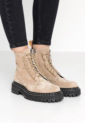 Platform ankle boots - deserto