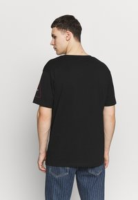 Jack & Jones - JCOLET TEE CREW NECK  - T-shirt med print - black - 2
