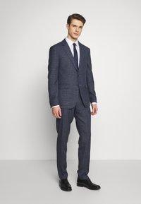 Tommy Hilfiger Tailored - BLEND  SLIM FIT SUIT - Suit - blue - 0