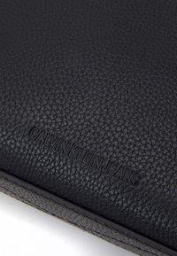 Calvin Klein Jeans - CAMERA POUCH - Bandolera - black - 3