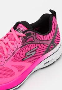 Skechers Performance - GO RUN CONSISTENT FLEET RUSH - Zapatillas de running neutras - pink/black - 5