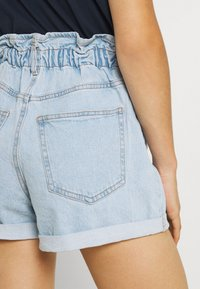 Gina Tricot - PAPERBAG - Jeans Shorts - pale blue - 3
