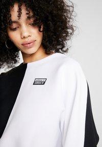 adidas Originals - R.Y.V. CREW LONG SLEEVE PULLOVER - Strikkegenser - black/white - 4