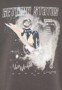 RETHINK Status - CREWNECK UNISEX - Sweatshirts - iron - 2