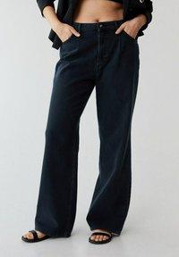 Violeta by Mango - Flared jeans - intensives dunkelblau - 0