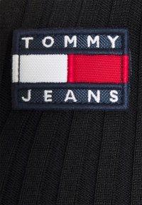 Tommy Jeans - FLAG BADGE CARDIGAN - Cardigan - black - 2
