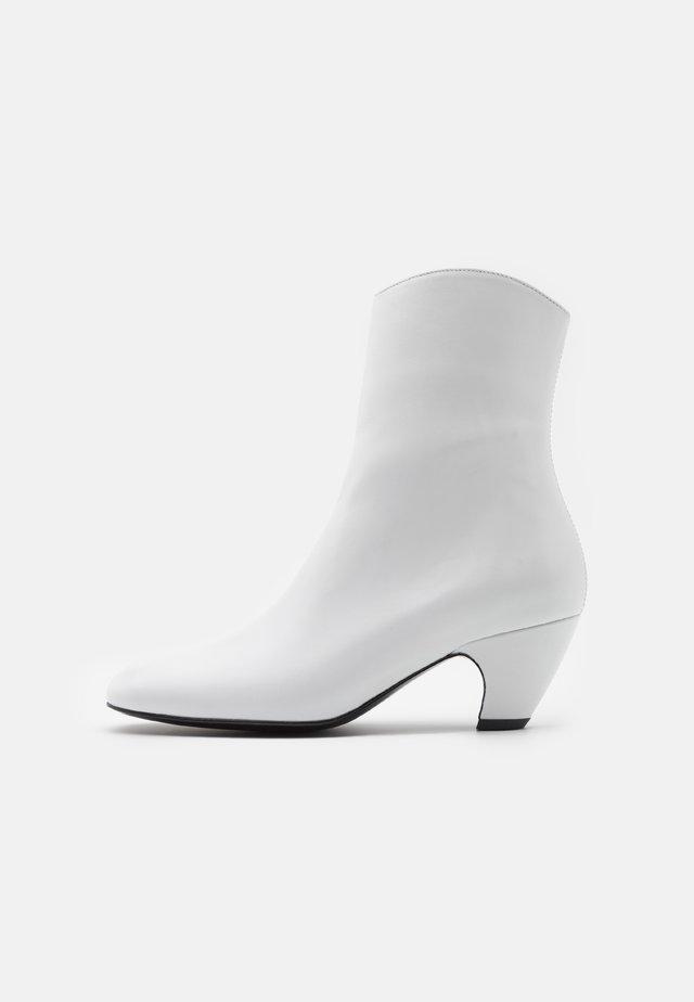 BOOT - Stövletter - white