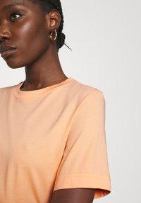 ARKET - Basic T-shirt - apricot - 4