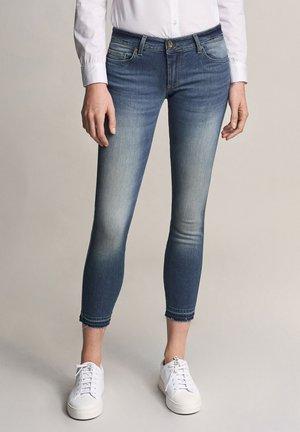 PUSH UP CAPRI - Jeans Skinny Fit - blue denim