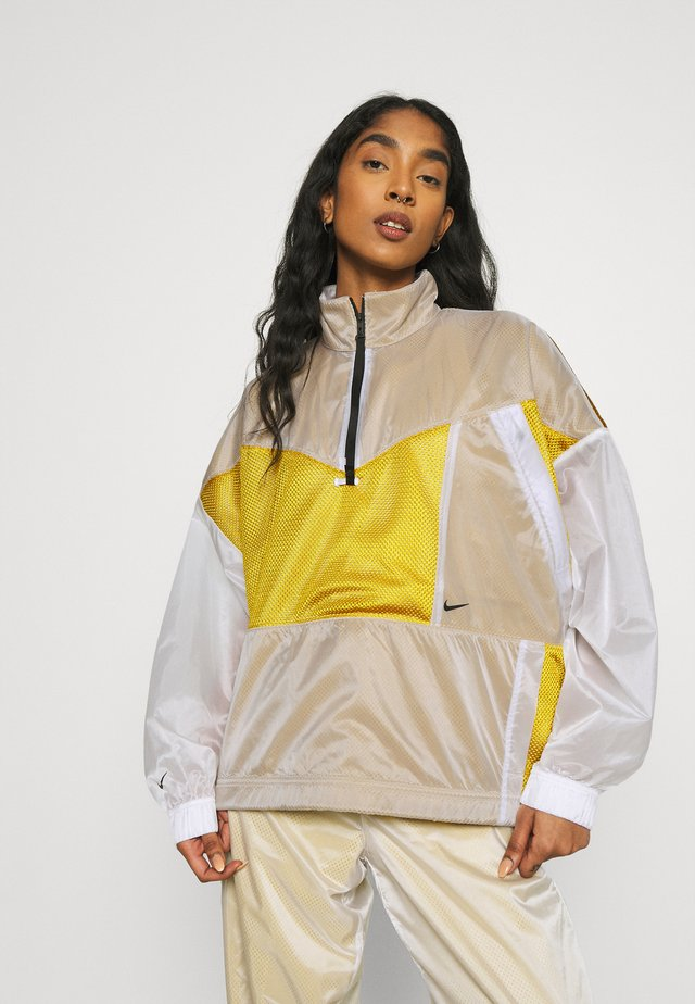 W NSW TCH PCK - Windbreaker - dark citron/white/black