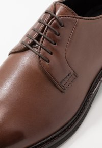 Walk London - JACOB DERBY - Smart lace-ups - brown - 5