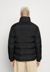 Karl Kani - RETRO REVERSIBLE PUFFER JACKET UNISEX  - Light jacket - black - 2
