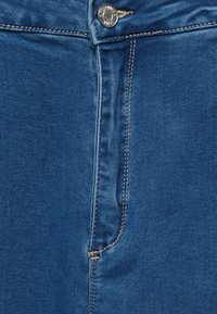 Missguided Petite - VICE HIGHWAISTED SLASH KNEE - Jeans Skinny Fit - blue - 5