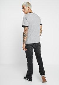 Levi's® - RINGER TEE - Triko spotiskem - midtone heather grey - 2