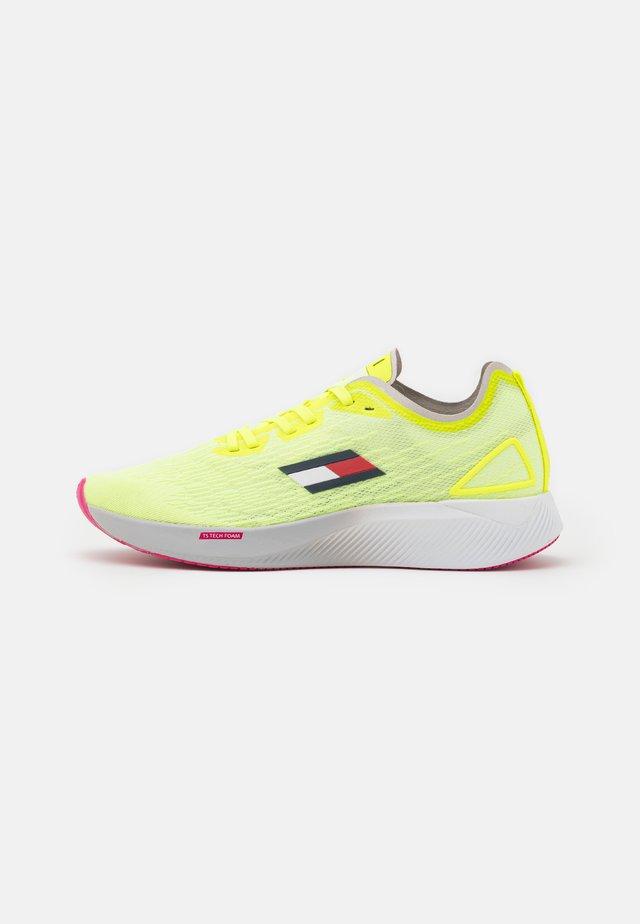 ELITE 3 - Chaussures de running neutres - flash