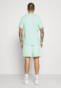 Russell Athletic Eagle R - BRADLEY - Shorts - lichen - 2