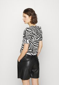 Who What Wear - THE TIE FRONT - Blouse - white - 2