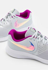 Nike Performance - STAR RUNNER 2 POWER UNISEX - Neutral running shoes - grey - 5