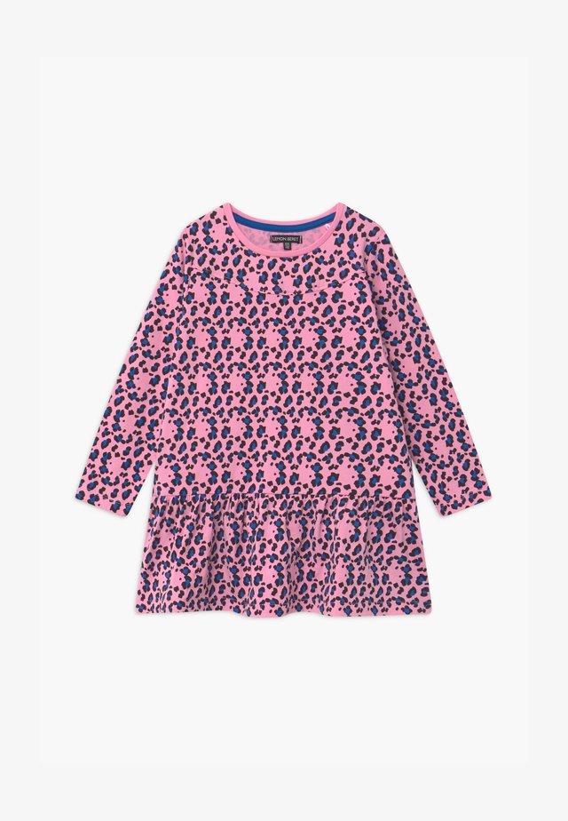 SMALL GIRLS - Vestido ligero - prism pink