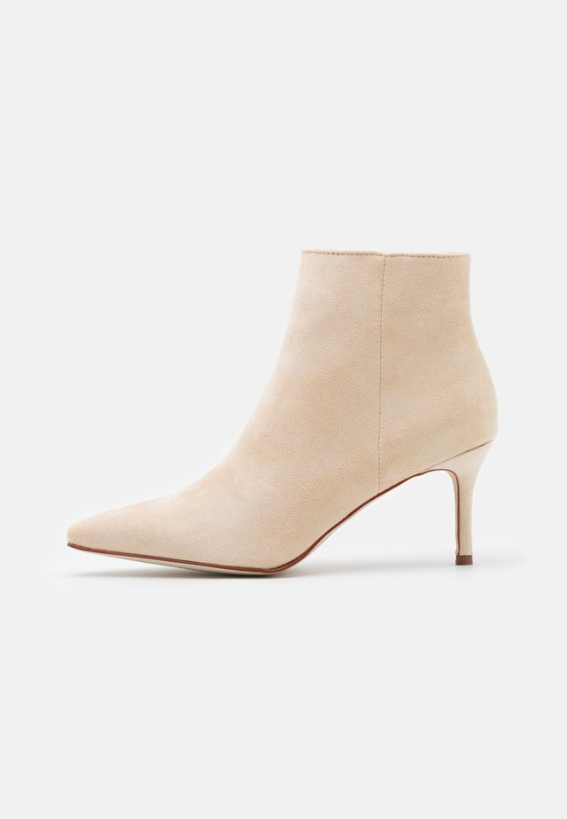 GRIME - Ankle boot - nude