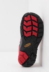 Keen - SEACAMP II CNX - Chodecké sandály - racing red/gargoyle - 5
