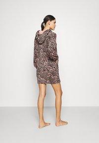Hunkemöller - ROBE DRESS LEOPARD - Dressing gown - rose tan - 2
