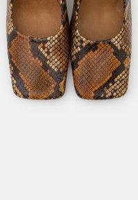 MIISTA - ALICJA AUBURN  - High heels - multicolor - 6