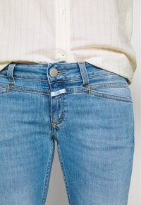 CLOSED - STARLET LOW WAIST CROPPED LENGTH - Jeans Skinny Fit - mid blue - 6