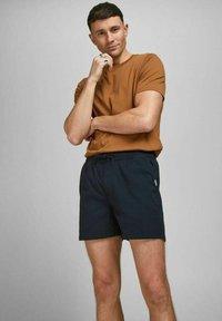 Jack & Jones - JJIJEFF JJJOGGER - Shorts - navy blazer - 3