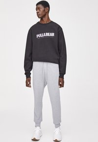 PULL&BEAR - Teplákové kalhoty - light grey - 1