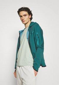 Nike Sportswear - HOODIE 2 TONE - Zip-up hoodie - dark teal green/blustery - 3